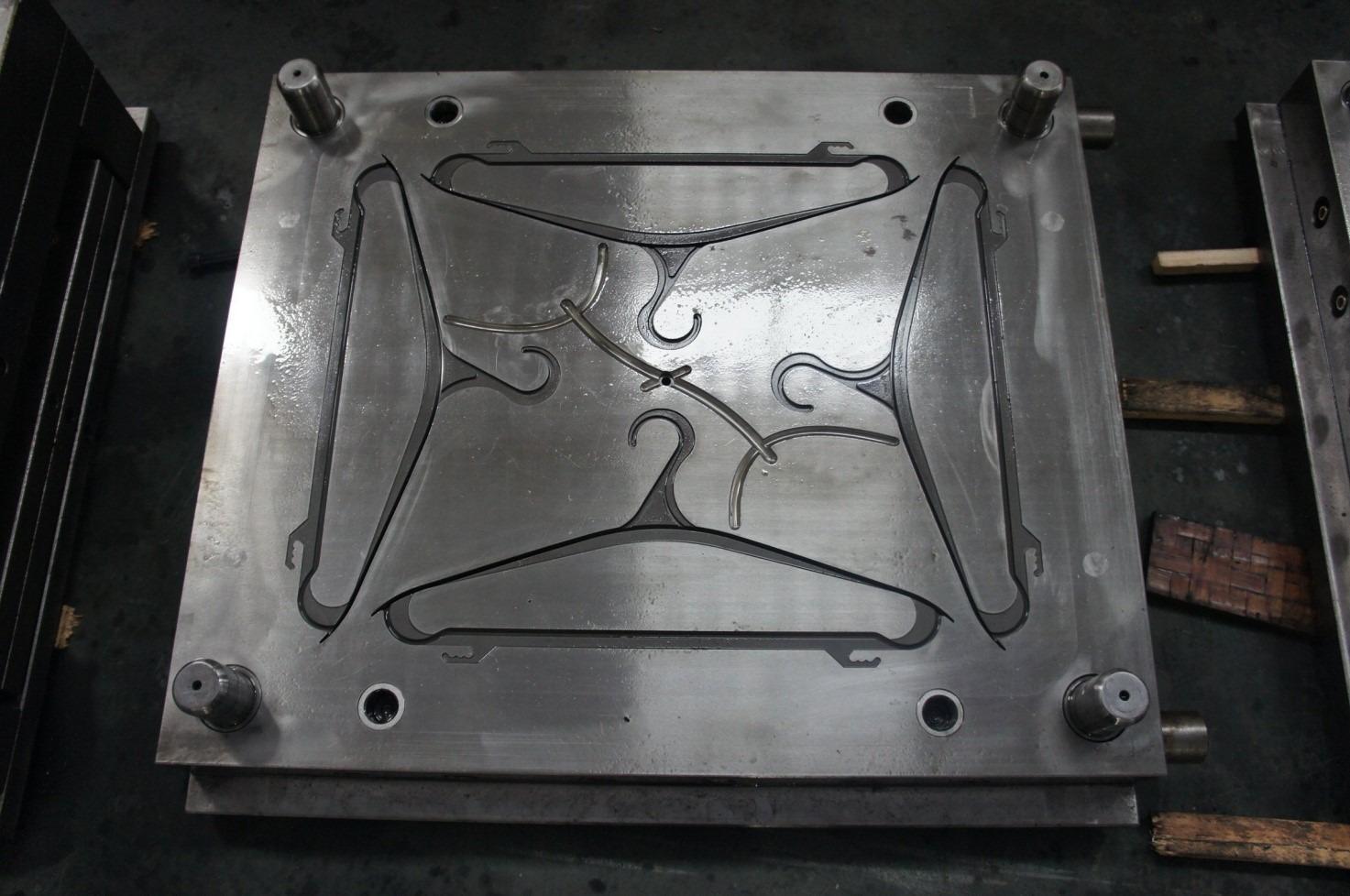 Пресс-форма для литья из пластмассы